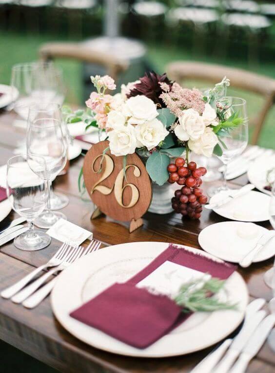 Burgundy napkins and cake for burgundy and blush wedding