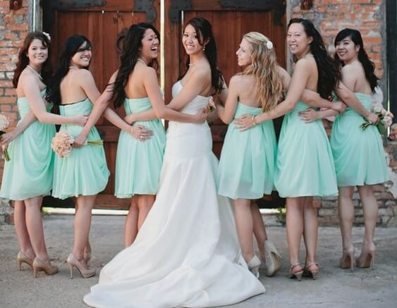 Bridesmaids and bride for Mint and gold wedding