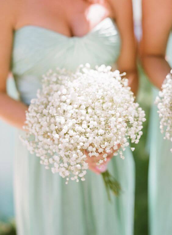 Bridesmaids with bouquets for Mint and gold wedding