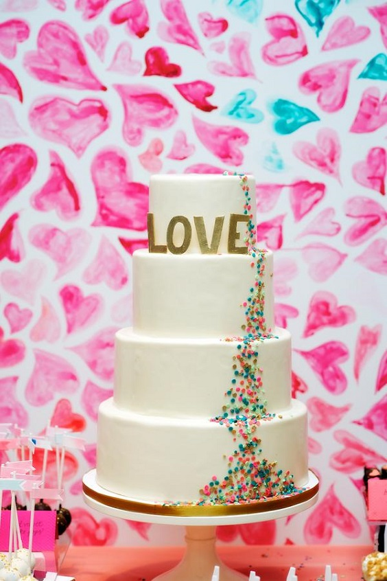 wedding cake with gold letter for sping wedding colors 2022 fuschia turquoise gold colors